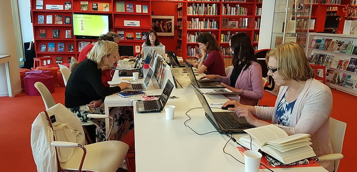 Wikimedia volunteers working on Wikipedia articles that address the gender gap, at the library of Atria, Amsterdam, 20 April 2018. Photo by Ciell, CC BY-SA 4.0