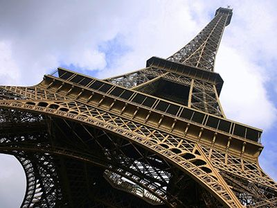 Images/blog_Images/eagle-Eiffel-Tower.jpg