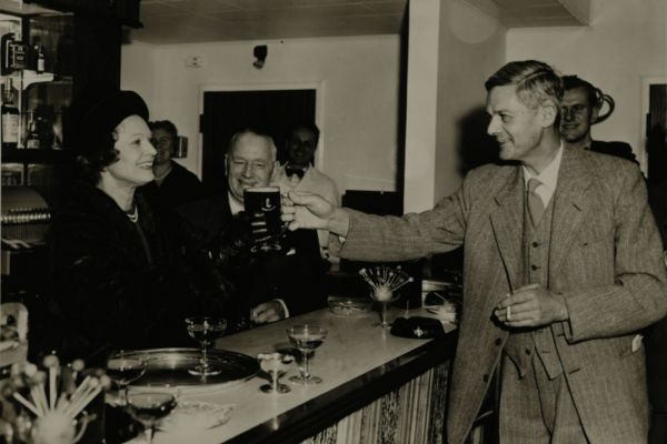 Historical portraits of London Pubs